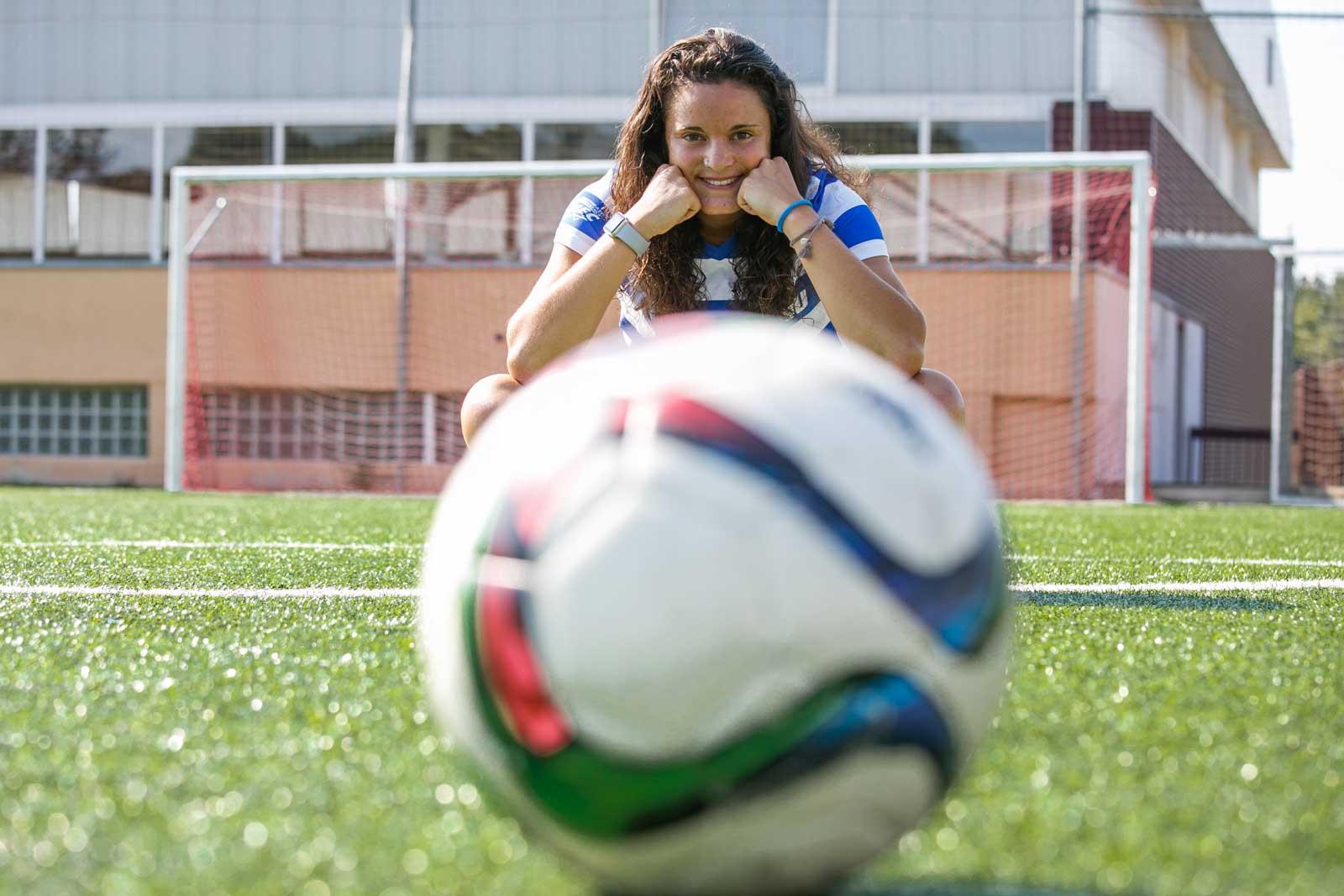 Laura Casanovas Diaz, jugadora de futbol de Sant llorenç Savall, amb la samarreta de quan va jugar a  EEUU