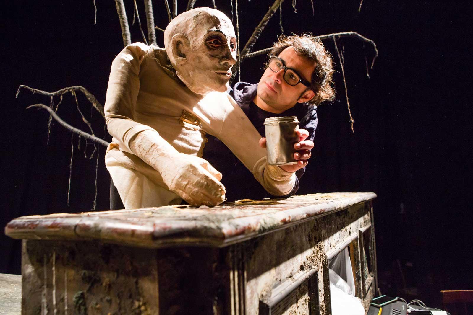 Lluis Darnés a l'assaig de l'espectacle Naufrags