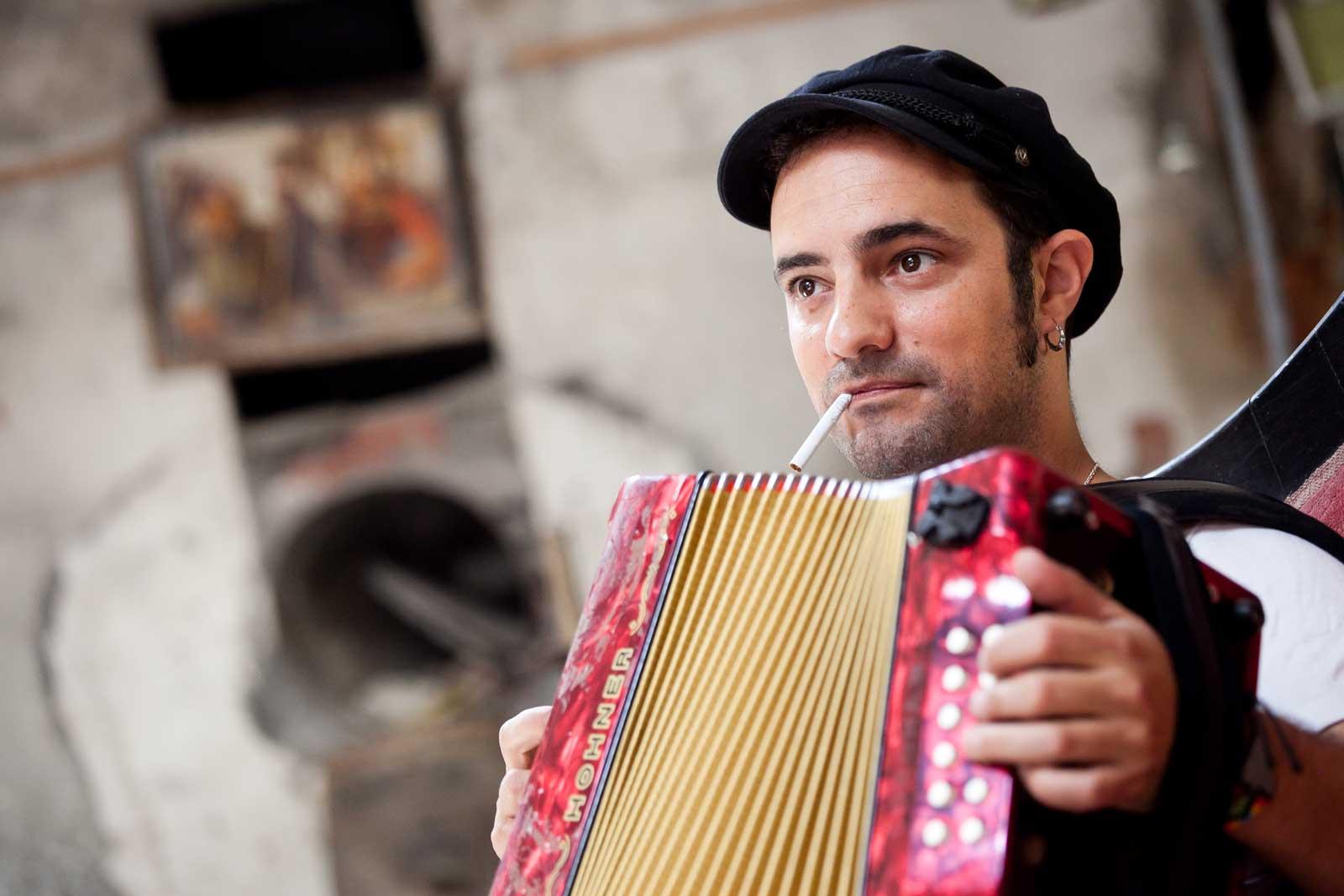 Joan Garriga al seu local d'assaig a La Garriga