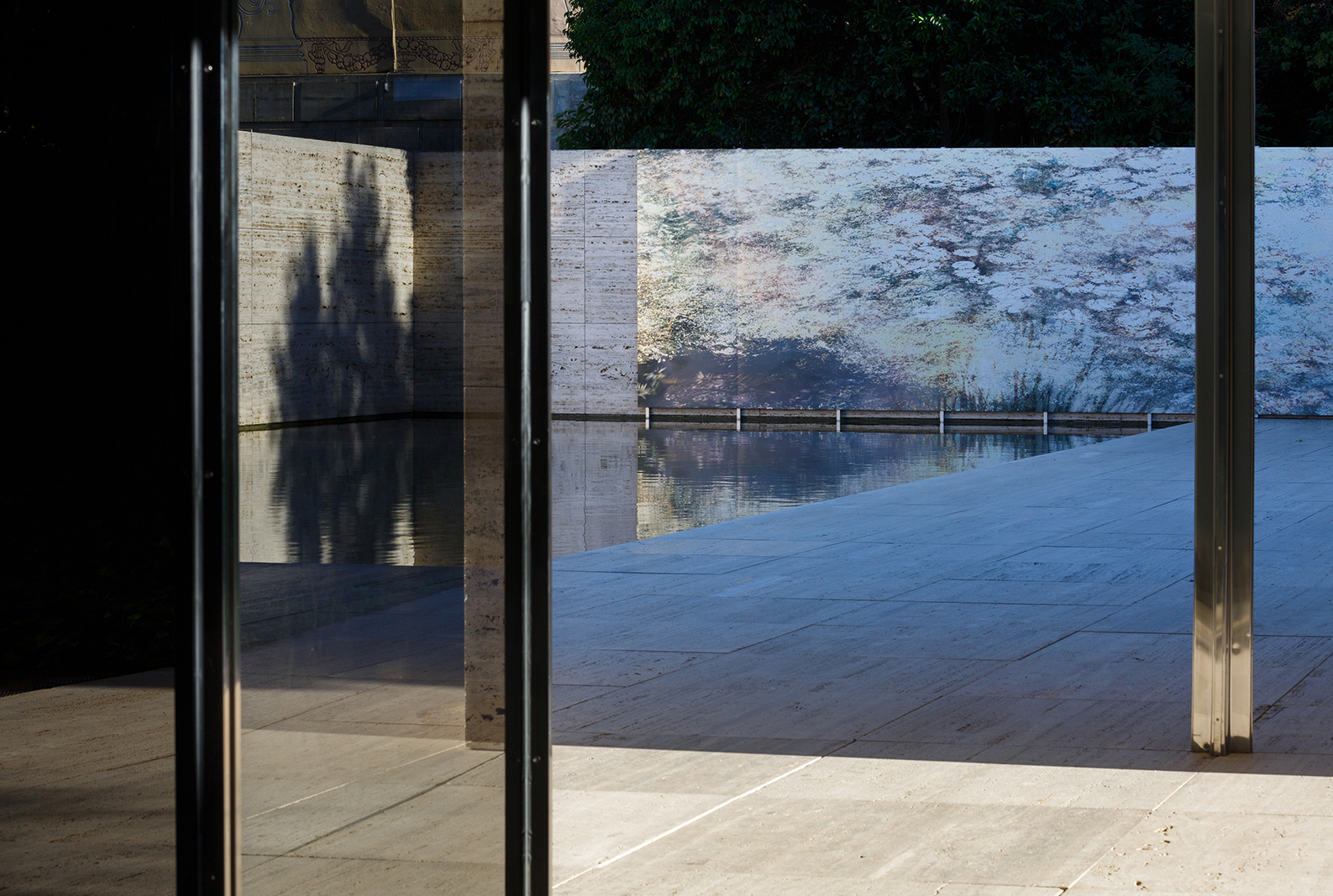 1:100 PAST AND PRESENT -  Michael Wesely – Setembre 2019 -  Pavelló Mies van der Rohe – Barcelona